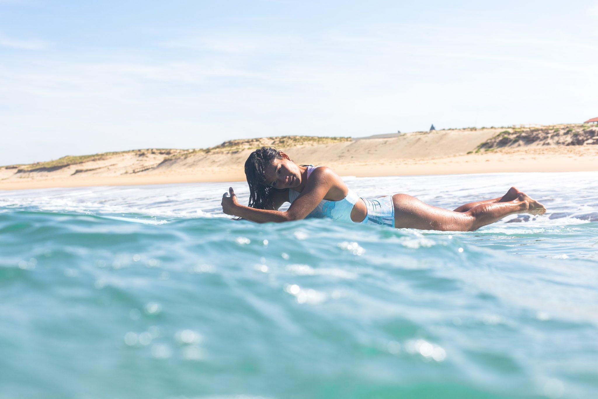Ophile ist ein richtiges Surfer chick