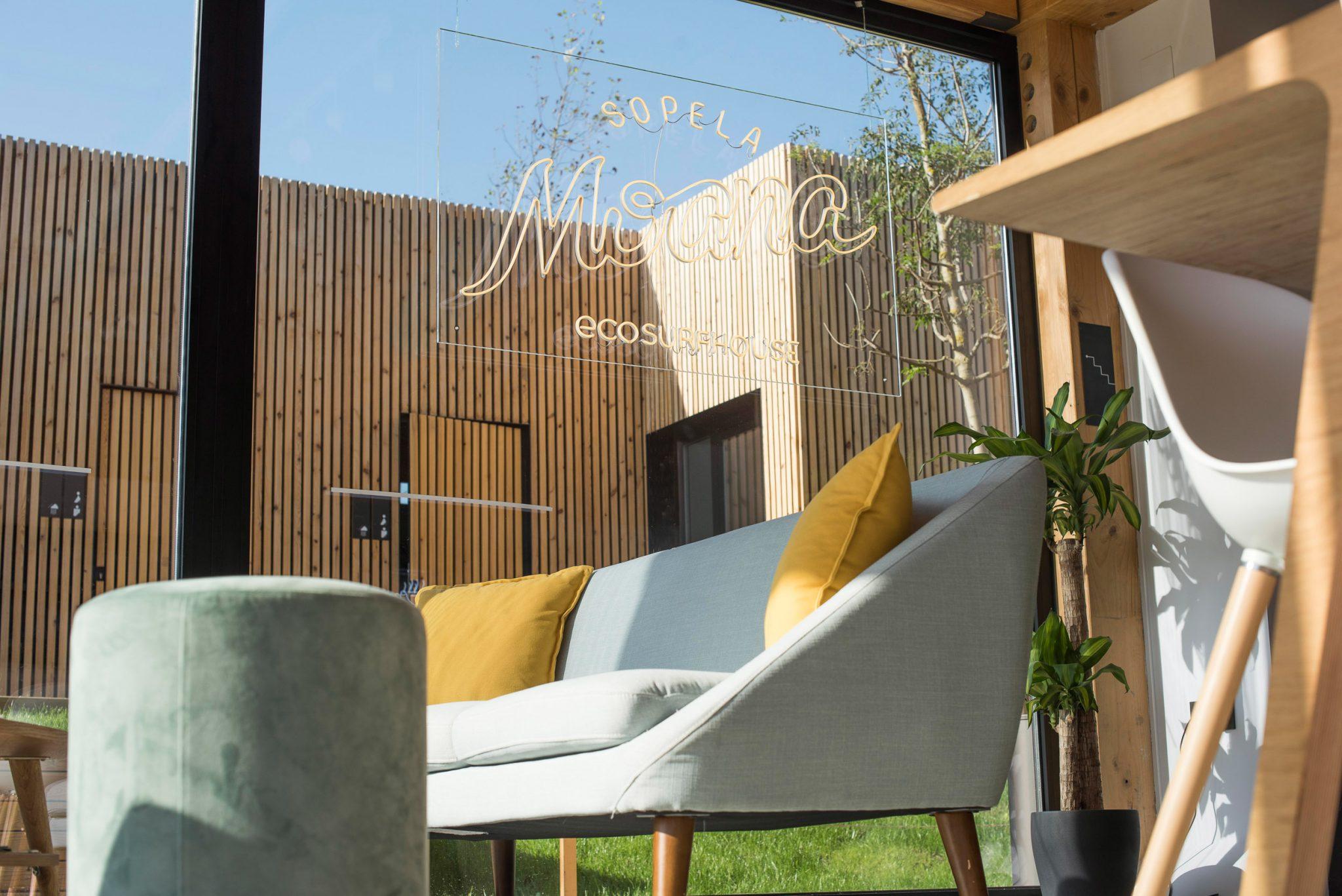 Pure-Surfcamps-Eco-Surfcamp-Bilbao-Loungebereich_